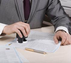 Нотариусы будут бесплатно регистрировать недвижимость в Росреестре
